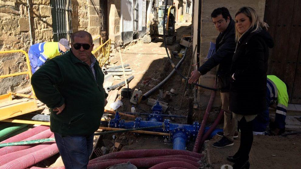 Alcaldesa visitando las obras de la calle Platería y Agua